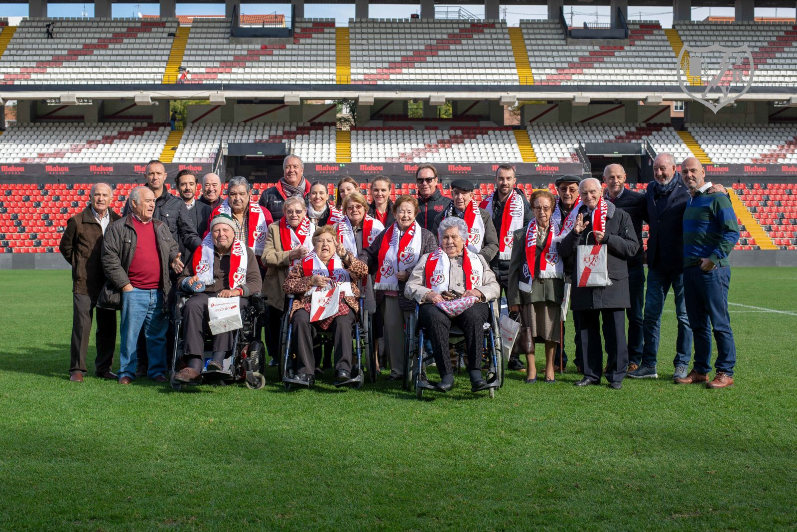 Los veteranos del Rayo, anfitriones en la lucha contra el Alzheimer